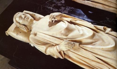 coeur de nos rois gisant de charles V st denis.jpg