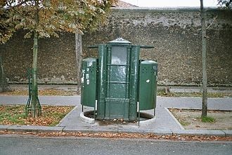 vespasienne parisienne.jpg