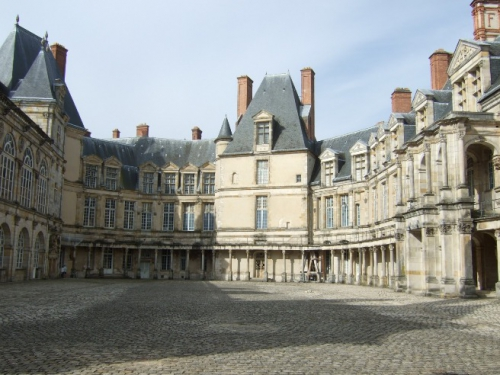 Fontainebleau_Cour_Ovale.jpg