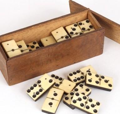 dominos 1.jpg