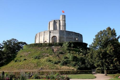 motte chateau de gisors.jpg