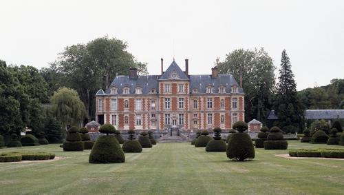 Valet Chateau de Wideville.png