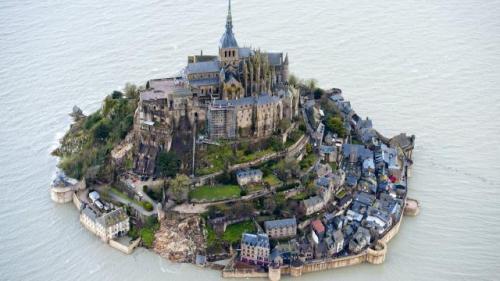 le-mont-saint-michel-et-saint-malo-vus-du-ciel.jpg