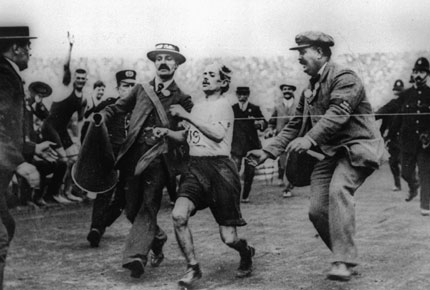 marathon 1908 vainqueur.jpg